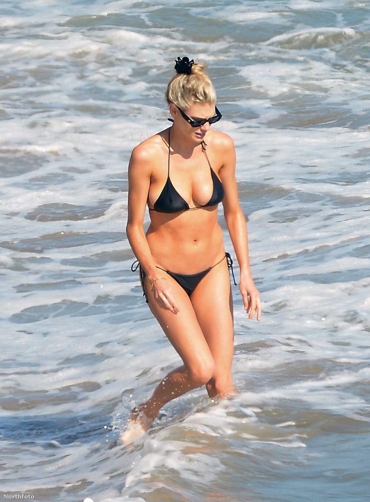 Charlotte McKinney egy 26 éves modell, ő fürdött egyet az óceánban most Malibunál, és ezt lefotózta egy paparazzó, a képek pedig nagyon szimpik-viccesek lettek, szóval mutatjuk őket szép sorjában.