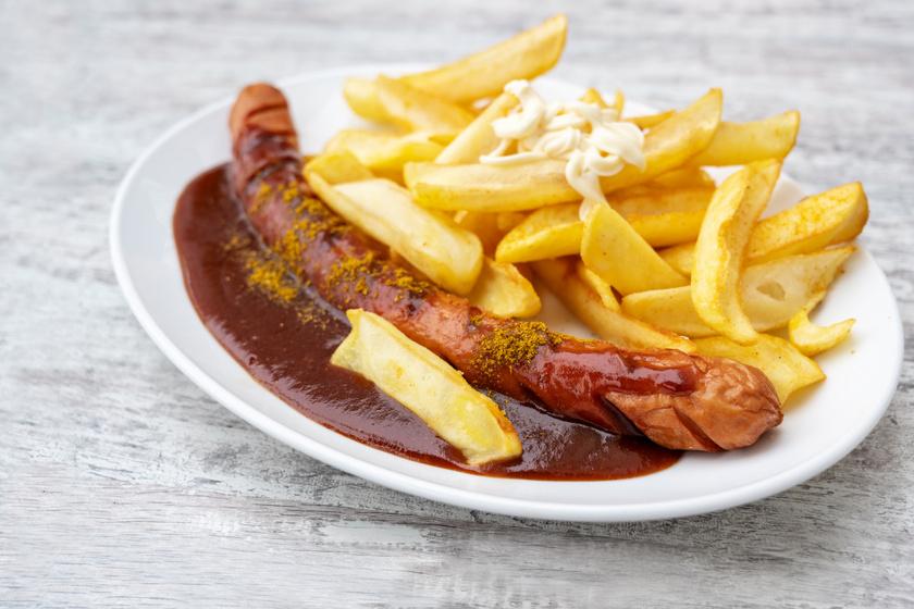 A legendás currywurst: a berliniek streetfoodját otthon is elkészítheted