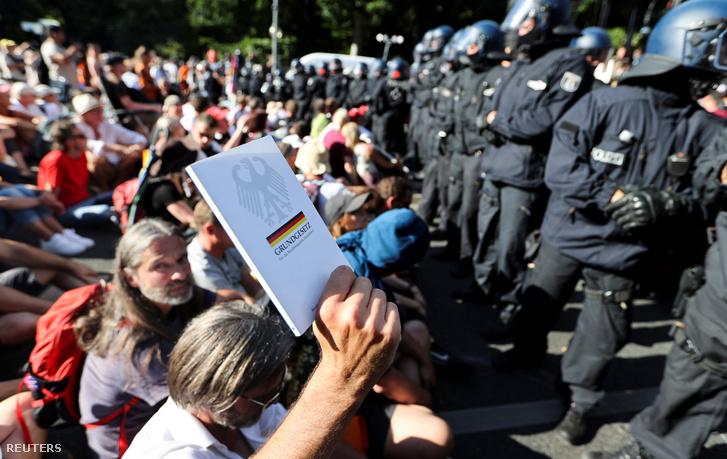 Tüntetők Berlinben augusztus 1-én.
