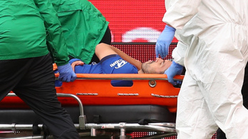 Hordágyon fejezte be a Chelsea-ben a világbajnok Pedro