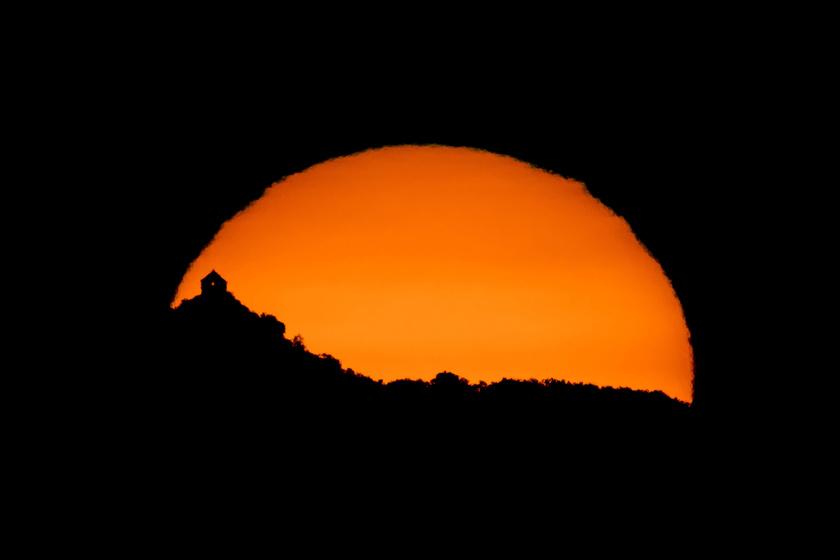 Lélegzetelállító látvány az augusztusi napfelkelte: magyar fotós képein mutatjuk