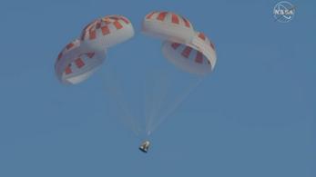 Történelmi küldetése után visszatért a Földre a Crew Dragon