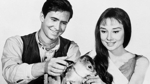 Amikor Anthony Perkins Audrey Hepburnnek énekelt