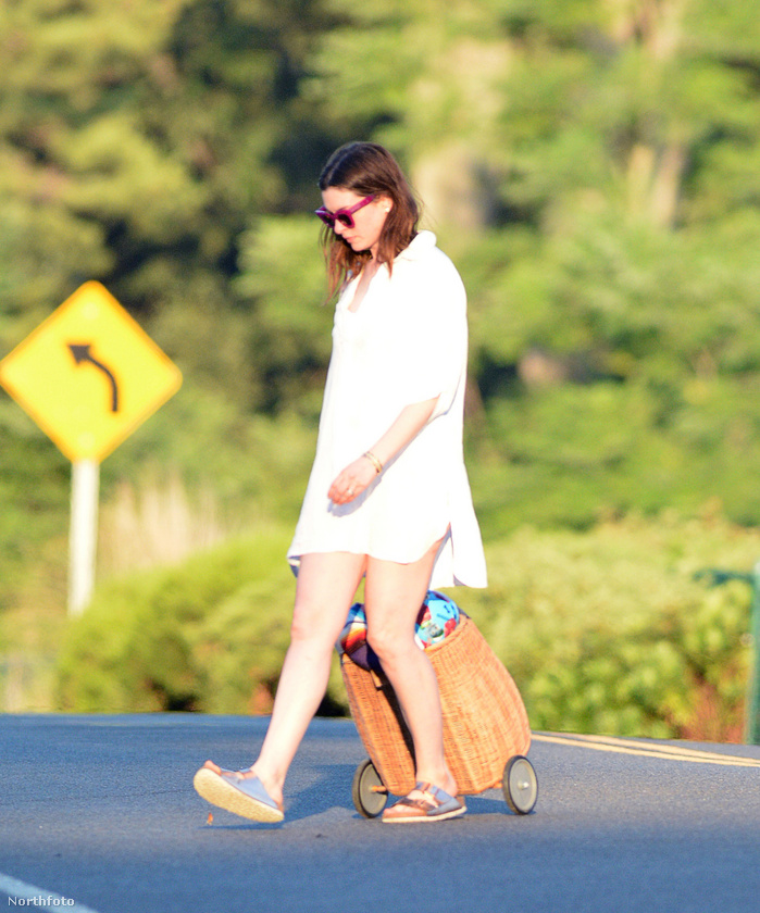 Anne Hathaway strandolni volt Connecticutban