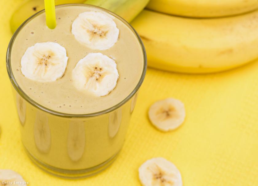 A banán talán az egyetlen étel, amit akkor is ehetsz, ha csak 5-10 perced maradt edzés előtt. Anélkül tölt fel energiával, hogy telítve éreznéd magad. Káliumtartalma segít az izomépítésben. Fehérjével kombinálva edzés után is eheted.