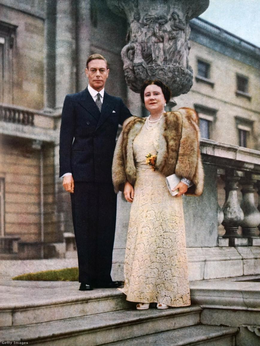 VI. György király és Erzsébet királyné 1948-ban, az esküvőjük ezüstjubileumán. A boldog házasságot a háború után egyre jobban beárnyékolta a király egészségének romlása. Tervezett ausztráliai és új-zélandi körutazást 1949-ben el kellett halasztani trombózis miatt. 1951 nyarán az erős dohányos VI. Györgynél tüdőrákot állapítottak meg, és az állapota ezután rohamosan romlott. Szeptemberben eltávolították a tüdeje bal oldalát, de 1952. február 6-án holtan találták az ágyában. Infarktus vitte el, mindössze 56 évesen.