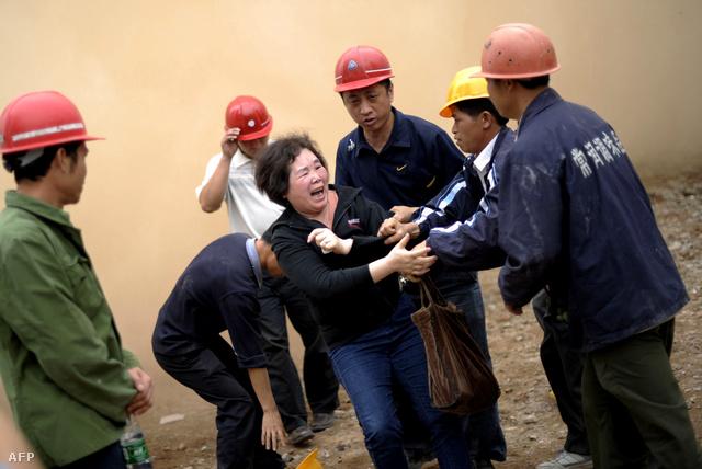 Tulajdonos próbálja védeni lerombolásra ítélt otthonát Guangdong tartományban