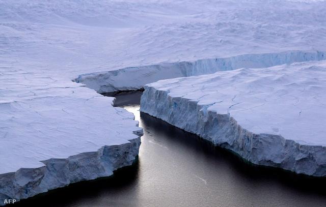 Töredező jégfal a Déli-Sarkon