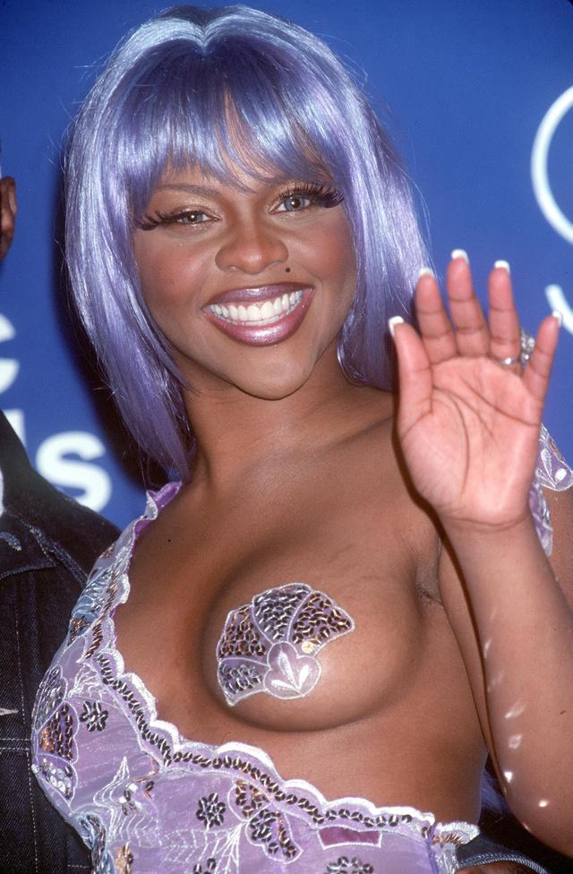 Szintén 1999, és a híres bimbótapaszos ruha