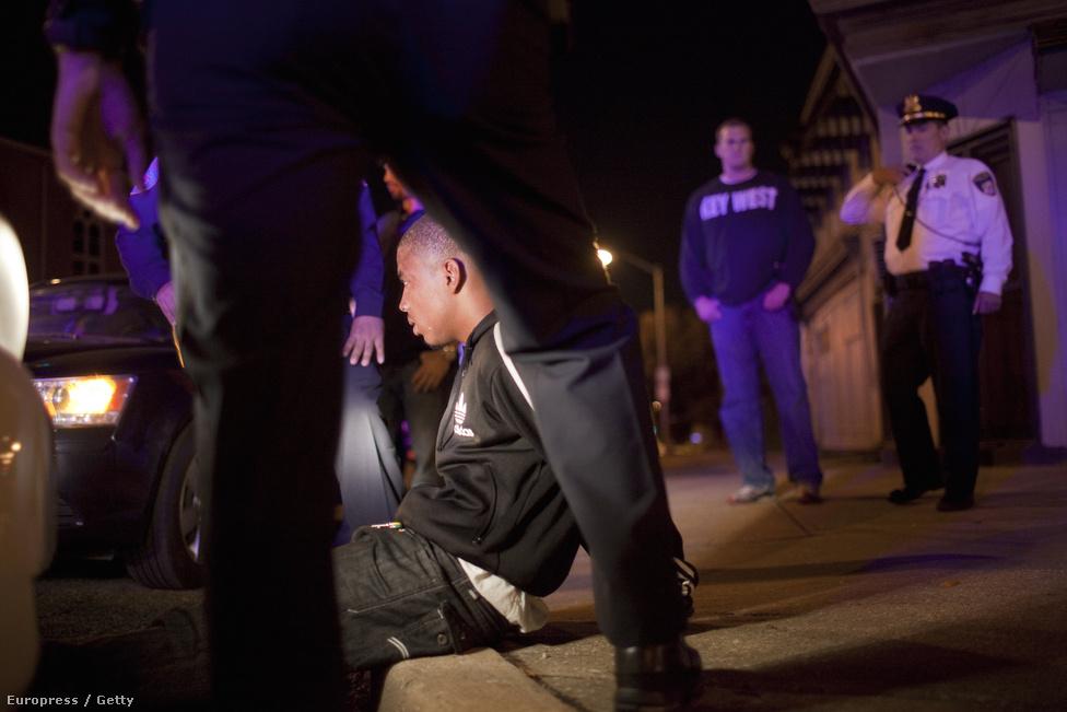 Baltimore, USA, 48. hely. Lélekszám: 620 961. 100 ezer lakosra jutó                         gyilkosságok száma: 31,40                         Az Egyesült Államok négy városa szerepel a listán. Baltimore sokáig a                         keleti partvidék egyik ipari központja volt, fénykorát az ötvenes                         években élte, akkor milliós nagyváros volt, azóta folyamatosan csökken                         a lakossága. A kilencvenes évek elején számított igazán veszélyes                         helynek, a mostani évi 200 körüli gyilkosság a hetvenes évek óta nem                         látott alacsony adat.