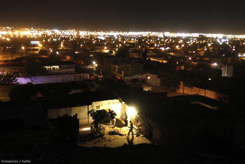 Chihuahua, Mexikó, 8. hely. Lélekszám: 831 693. 100 ezer lakosra jutó                         gyilkosságok száma: 82,96                         Chihuahua átlagos iparváros volt Mexikó északi részén, a texasi                         határhoz közel, míg El Chapo Guzmán, a világ leghíresebb drogbárója be                         nem tette a lábát. Azóta az egyik legfontosabb csempészállomás a                         latin-amerikai termelők, és az észak-amerikai fogyasztók között. A                         gyilkosságok nagy részének áldozatai a korrupcióra nem hajlandó, vagy                         egyszerűen csak akadékoskodó rendőrök voltak, míg 2010-ben a mexikói                         hadsereg be nem vonult a városba. Azóta gyakorlatilag hadiállapot van,                         az egyszeri lakók számára mégis biztonságosabb a város, mint pár éve                         volt.