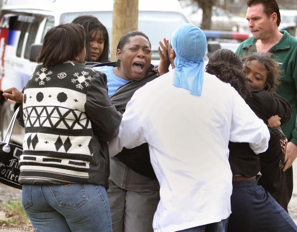 Detroit, USA, 30. hely. Lélekszám: 713 777. 100 ezer lakosra jutó                         gyilkosságok száma: 48,47                         Az amerikai autógyártás központja a hatvanas-hetvenes években                         számított különösen veszélyes helynek, a bűnözést azóta nagyban                         sikerült visszaszorítani, miközben a város lakossága is a felére                         csökkent. Ma a bűnesetek 70 százaléka a droghoz köthető a helyi                         rendőrség szerint.