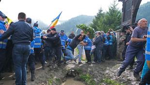 Úzvölgyi katonatemető: a bíróságon és az ombudsmannál folytatódhat az eljárás
