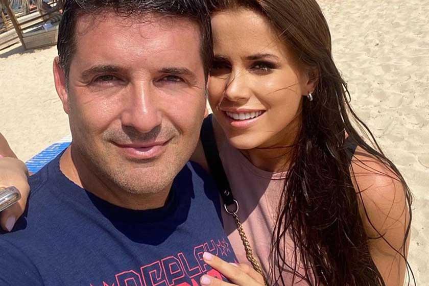 Hajdú Péter és gyönyörű barátnője, Eszter Cipruson romantikáznak - Ritka közös fotó