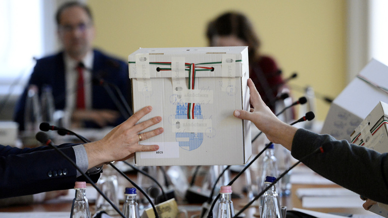 Autórongálás, sikkasztás és ledarált papírok miatt lesznek időközi választások ősszel