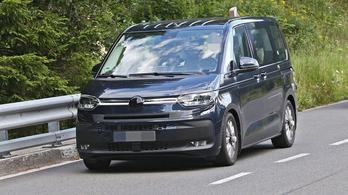 Alig álcázva fotózták le az új VW kisbuszt