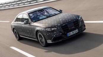 Megint mutattak egy keveset az új Mercedes S osztályból