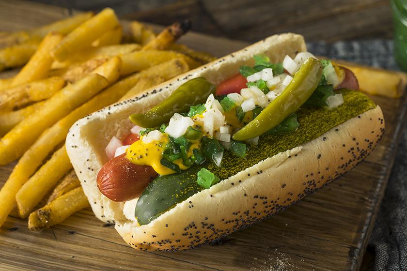 Így lesz tökéletes a chicagói hot dog – A mákkal szórt kifli receptjét is mutatjuk
