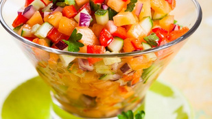 Húsokon és grillezett sajt mellett is tökéletes lesz ez a barackos salsa