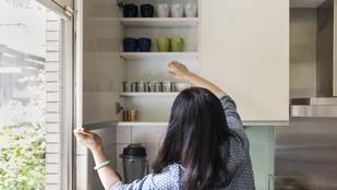 Szájjal lefelé vagy felfelé: hogyan kell tárolni a poharakat? Szavazz!