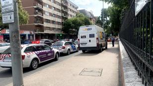 Rosszul lett a buszon és meghalt egy utas a Kolosy térnél