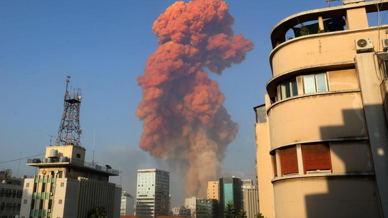 Legalább 100 halottja és több ezer sebesültje van a bejrúti robbanásnak