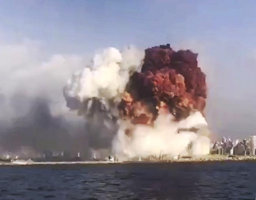 Egy Twitter-felhasználó által mobiltelefonnal készített kép a robbanás pillanatáról.