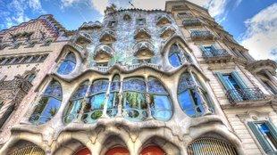 Gaudí sárkányháza a Passeig de Grácia közepén
