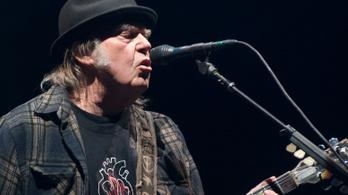 Neil Youngnak elege lett abból, hogy Trump használja a dalait