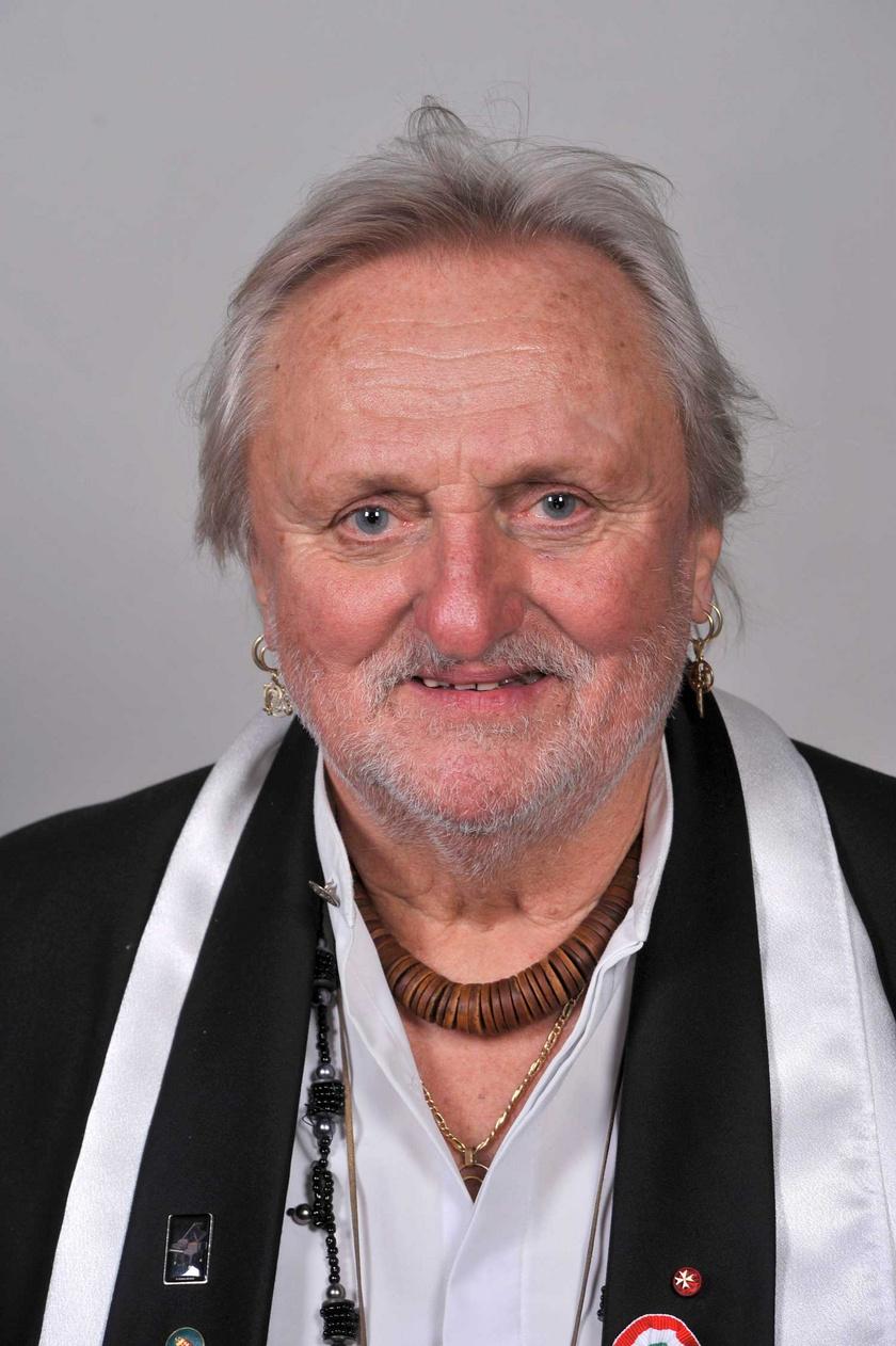 Benkő László 2013. március 15-én, miután átvette a megosztott Kossuth-díjat Áder János köztársasági elnöktől a Parlament kupolacsarnokában.
