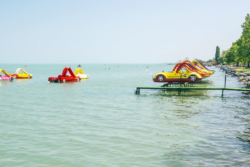 4 imádni való balatoni strand, ahol ingyenes a belépés: tiszta a víz, gyönyörű a környezet