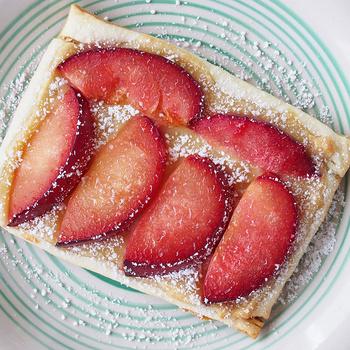 Párperces szilvás-marcipános sütemény leveles tésztából – Garantáltan kedvenc lesz