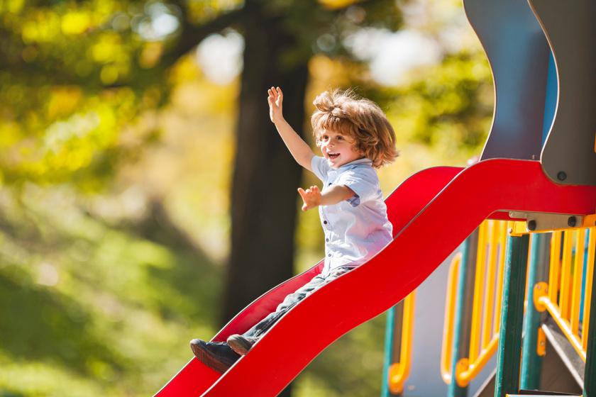 Így fejleszti a csúszda a gyerek idegrendszerét: bámulatosan ügyesednek tőle a kicsik