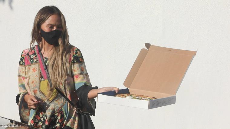 ...és megkínálta őket pizzával
