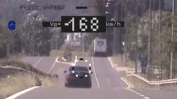 A megengedett 70 helyett 168-cal repesztett egy autó Nógrád megyében