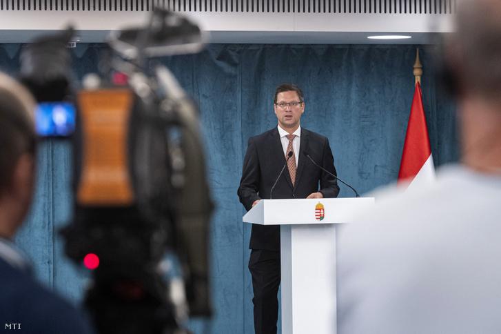 Gulyás Gergely Miniszterelnökséget vezető miniszter a Kormányinfó sajtótájékoztatón a Miniszterelnökségen 2020. augusztus 6-án