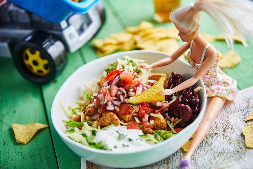 Amerika legmenőbb mexikóija csirkével, babbal és salsával - Laktató burrito tál