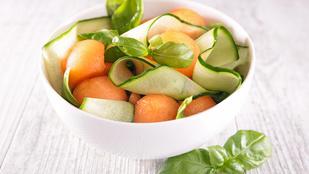 Sárgadinnye-uborka-kecskesajt saláta – még egy ötlet klassz, nyári köretekre