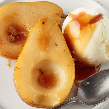 Puhára sült, karamellizált körte mézzel és jéghideg vaníliafagyival - Nyári körtéből is isteni