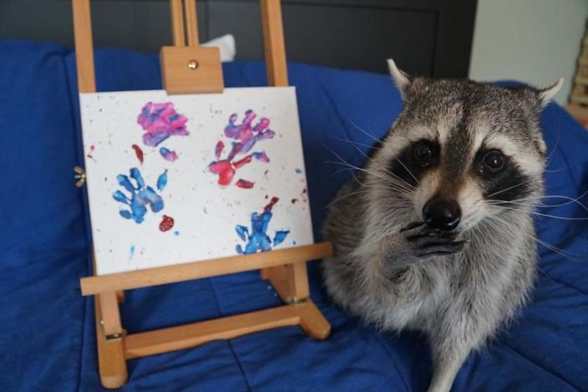 A festményeket már azelőtt eladják, hogy piacra dobnák őket, gyakorlatilag a feltöltést követő másodpercekben elkelnek.