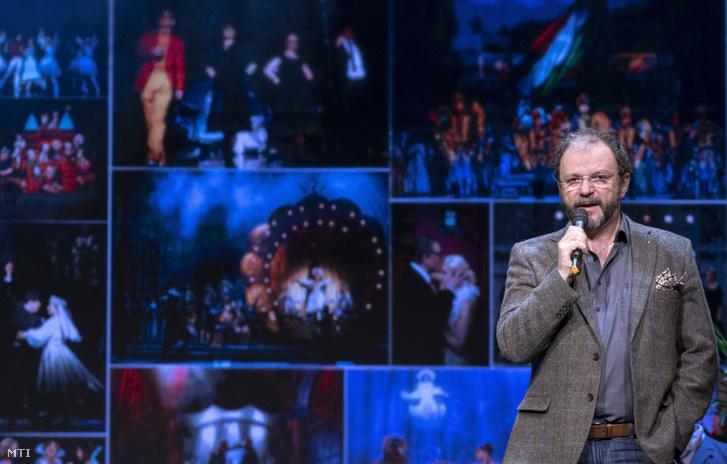 Kiss-B. Atilla főigazgató ismerteti a 2020/21-es operettszínházi, A mosoly évada névre keresztelt évadot