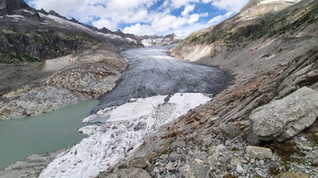 Kőtörmelékkel vannak tele a gleccserek