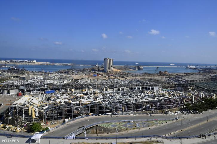 A robbanásban lerombolt bejrúti kikötő.