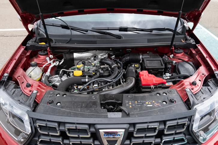 A háromhengeres motor az 1,3-as rövidre vágott testvére, viszont nem közvetlen befecskendezéses, így a gázosítása is egyszerűbb