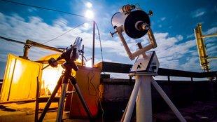 Csillagvizsgáló a város felett