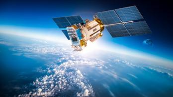 Hekkereket kértek meg, hogy törjenek fel egy műholdat