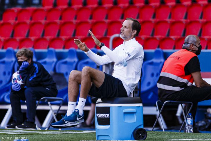 Thomas Tuchel magyaráz a PSG kispadján