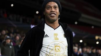 Kétszázezer dollárért elhagyhatja Paraguayt Ronaldinho