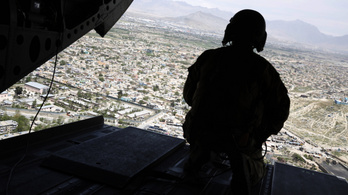 Amerika ötezer fő alá csökkenti katonai kontingensét Afganisztánban