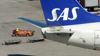 Hiába tapsolták meg a pilótát, karanténba került a 158 utas